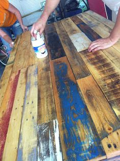Wooden Pallet Furniture The Best is Yet to Come: We Built a Table (From Old Wooden Pallets) Wooden Pallet Projects, Wooden Pallet Furniture, Pallet Crafts, Painted Furniture, Wood Pallet Tables, Wooden Crafts, Wood Pallet Flooring, Rustic Wood Crafts, Pallet Table Top