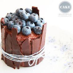 bolo de chocolate e mirtilos | chocolate and blueberry cake