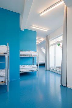 berlin 2008 - ronald s. lauder foundation - jewish - linoleum - bold - colors - blue - bedroom - shared room - zimmer - hochbett - blau