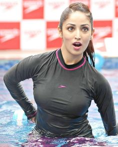 Yami Gautam Workout in the water yami gautam teaches underwater workoutYami gouami sexy swimsuits wearing Wet and big boobs in swimsuit