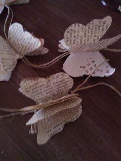 E dopo le rose di carta vorrei mostrarvi queste graziose farfalle, questa volta di mia realizzazione! Farfalle che serviranno per le nostre decorazioni in shabby accostandole ad un mobile o semplicemente ad una parete. Creare queste simpaticissime farfalle è facilissimo, molto divertente e rilassante (almeno per me). Per realizzarle occorrono: Fogli di carta di vecchi ... Leggi ancora