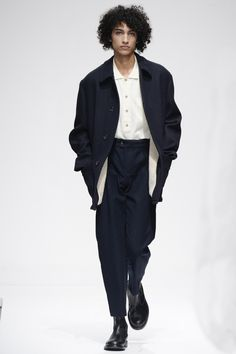 Margaret Howell Fall 2016 Menswear Fashion Show Collection: See the complete Margaret Howell Fall 2016 Menswear collection. Look 24 Margaret Howell, Mens Fashion Week, Fashion Show, Fashion Design, Fashion Trends, Men's Fashion, Fashion Weeks, London Fashion, Vogue Paris