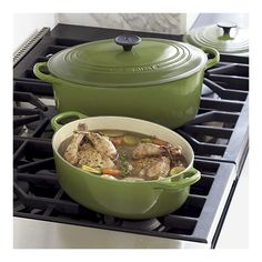 le creuset + spinach green + oval contour = trifecta of bliss.