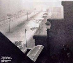 1943 - Avenida 9 de Julho sob neblina. Foto de Gaspar Gasparian.