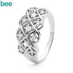 Lækker 9 karat hvidguld ring med 11 diamanter