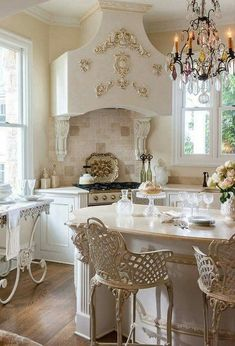 42 Modern French Country Kitchen Design Ideas - Sarah M - internationally inspired Modern French Country, French Country Kitchens, French Country Bedrooms, French Country House, French Living Rooms, French Country Dining, French Chic, Home Living, Country Farmhouse