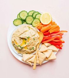 Easy Baba Ganoush is a gluten-free, vegan snack or appetizer that's perfect for any get together. Served with veggies, crackers, or pita bread, it's sure to be a crowd favorite! Vegetarian Recipes Easy, Beef Recipes, Healthy Recipes, Vegetarian Curry, Vegan Curry, Curry Recipes, Eat Healthy, Delicious Recipes, Quick Curry Recipe