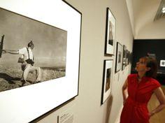 Considerado el mejor fotógrafo de guerra en el mundo, Robert Capa es recordado a 100 años de su nacimiento