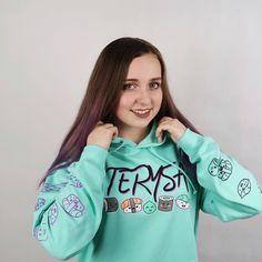Zítra spouštíme další kolo Rivalů  tentokrát v kategorii Terysa!  Těšíš se?  #realgeek #realgeekcz #rg #terysa #terysamerch #mikina #youtube #youtuberka #merch #merchendise Graphic Sweatshirt, T Shirt, Sweatshirts, Youtube, Sweaters, Tops, Women, Fashion, Supreme T Shirt