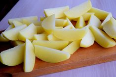 Cartofi la cuptor cu cimbru si usturoi – IONEL TARNOVESKI Chicken Cordon Bleu, Pineapple, Vegetarian, Party, Recipes, Food, Tasty Food Recipes, Pine Apple, Essen