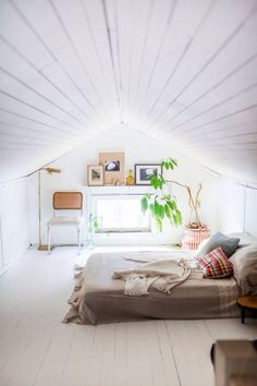 Check Out 39 Dreamy Attic Bedroom Design Ideas. An attic bedroom is usually associated with romance because it's great to get the necessary privacy. Dream Bedroom, Home Bedroom, Bedroom Ideas, Master Bedroom, Extra Bedroom, Bedroom Ceiling, Bedroom Loft, Bedroom Decor, Home Design