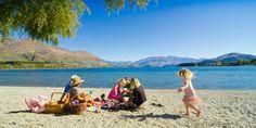 Family-picnic-1-lake-wanaka-AY