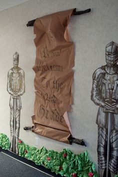 Wall decoration for medieval VBS - Knights and a giant parchment scroll or proclamation. Knights in armor are ordered online. School Themes, Classroom Themes, Castle Classroom, Chateau Moyen Age, Medieval Party, Medieval Banquet, Medieval Crafts, Medieval Wedding, Knight Party