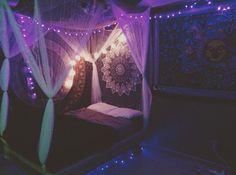 hippie bedroom 829929037562780928 - Source by Cute Bedroom Ideas, Cute Room Decor, Room Ideas Bedroom, Hippie Bedroom Decor, Hippy Bedroom, Boho Decor, Hippie Bedding, Chill Room, Cozy Room