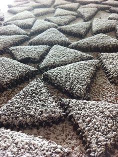 Questi biscotti non vi conviene farli, creano dipendenza. Sono Biscotti al cacao a forma di triangolo aromatizzati alla cannella: buonissimi! http://www.ipasticciditerry.com/?p=4178