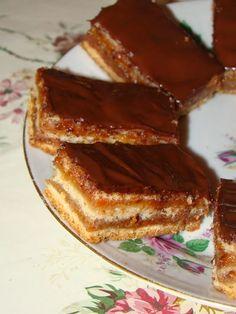Cristina's world: Prajitura delicioasa de post, cu foi si gem Romanian Desserts, Romanian Food, Dessert Drinks, Dessert Recipes, Vegan Sweets, Vegan Baking, Just Desserts, I Foods, Love Food