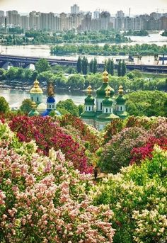 Magnificent Kyiv, UKRAINE , - Why book a hotel when you can get more value from vacation rentals? What A Wonderful World, Beautiful World, Beautiful Places, Beautiful Gardens, Russia Ukraine, Kiev Ukraine, Places Around The World, Around The Worlds, Fotos Do Instagram