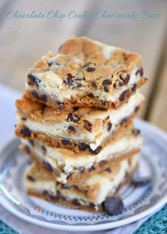 easy Chocolate Chip Cookie Cheesecake Bars are made with just five ingredients! This easy dessert recipe will satisfy all your cravings and is PERFECT for parties, bake sales, cookie trays and more! // Mom On Timeout Brownie Desserts, Oreo Dessert, Dessert Mousse, Chocolate Chip Cookie Cheesecake, Easy Chocolate Chip Cookies, Low Carb Dessert, Cheesecake Cookies, Mini Desserts, Dessert Bars