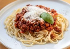 Spagetti Recipe, Bologna, Spaghetti, Food And Drink, Meals, Cooking, Ethnic Recipes, Cook Books, Sunday Night