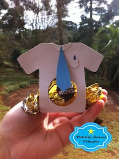 porta bombom camisa Kids Crafts, Diy And Crafts, Diy Birthday Gifts For Dad, Birthday Cards, Fathers Day Crafts, Happy Fathers Day, Dad Day, Star Wars Birthday, Mother And Father