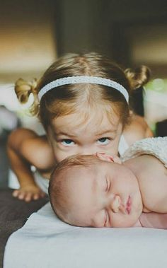 25 Liebenswert Geschwister Fotografie Ideen mit New Baby picture Sibling Photos, Newborn Pictures, Newborn Pics, Baby Newborn, Maternity Pictures, Pictures Of Babies, Brother Pictures, Bath Pictures, Babies Pics