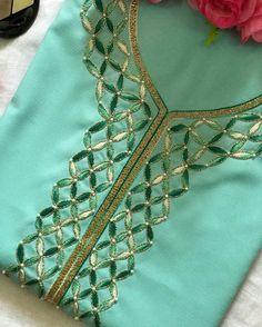 Embroidery On Kurtis, Kurti Embroidery Design, Embroidery Neck Designs, Embroidery Dress, Beaded Embroidery, Salwar Designs, Saree Blouse Designs, Black Diamond Jewelry, Boutique Suits