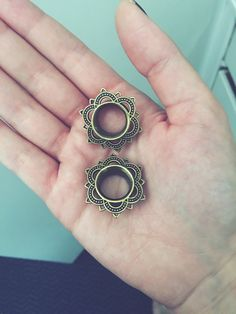 Tunnel plugs ear stretch stretching gauges antique gold  Tattoo  Girls with gauges