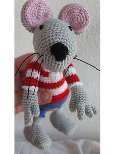 Crochet Mouse Gehäkelte Maus Pattern / Anleitung:  http://www.etsy.com/listing/121750475/rumini-the-mouse-crochet-pattern