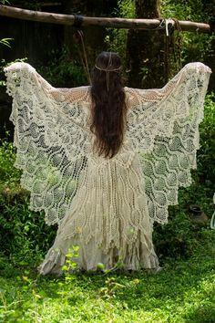 Beautiful pineapple crochet tablecloth Shawl for the Gypsy soul. Boho Gypsy, Hippie Bohemian, Gypsy Style, Hippie Style, Bohemian Style, Modern Hippie, Crochet Shawl, Knit Crochet, Gypsy Crochet