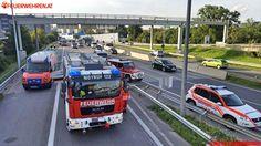 Berufs- #Feuerwehr #Wien: Verkehrsunfall PKW #firefighter #firemen