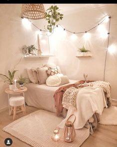 Cute Bedroom Decor, Bedroom Decor For Teen Girls, Girl Bedroom Designs, Stylish Bedroom, Small Room Bedroom, Room Ideas Bedroom, Teen Decor, Bedroom Inspo, Small Rooms