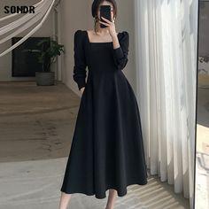 Stylish Dresses For Girls, Simple Dresses, Elegant Dresses, Casual Dresses, Fashion Dresses, Black Dresses For Women, Vintage Black Dresses, Classy Dress, Classy Outfits