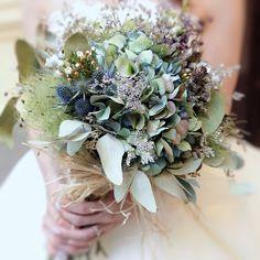 ナチュラルウェディングに人気*ドライフラワーのブーケが可愛い♡ | marry[マリー] Bride Bouquets, Floral Bouquets, Floral Wreath, Woodland Theme Wedding, How To Preserve Flowers, Home Wedding, Dried Flowers, Floral Arrangements, Greenery