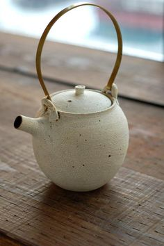 I really enjoy round little teapots with short spouts - I need to make some.