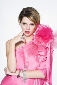 Mischa Barton! i watched the OC bc of her