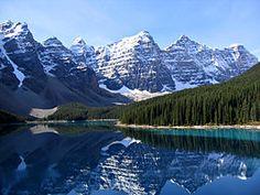 Moraine Lake en de Valley of the Ten Peaks, Nationaal park Banff, Alberta, Canada