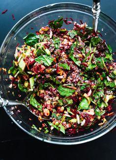 remolacha Ensalada de zanahoria, quinua, y espinacas | 18 Harvest Salads That Are Perfect For Fall