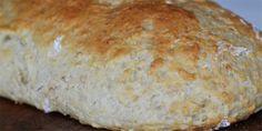 Super nemme havregrynsbrød, som er hurtige at lave. De er dejligt luftige, og så smager de skønt af hjemmebag. Bread Recipes, New Recipes, Twix Cake, Danish Food, Tasty, Yummy Food, Homemade Cookies, Bread Baking, Food Inspiration