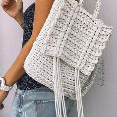 Marvelous Crochet A Shell Stitch Purse Bag Ideas. Wonderful Crochet A Shell Stitch Purse Bag Ideas. Crochet Backpack Pattern, Bag Crochet, Crochet Shell Stitch, Crochet Handbags, Crochet Purses, Crochet Stitches, Crochet Hooks, Crochet Patterns, Tshirt Garn