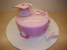I know it isn't really graduation time anymore, but is there is never a bad time to celebrate. This young graduate doesn't have pink for s. Graduation Cake Designs, Graduation Cupcakes, Graduation Ideas, Kindergarten Graduation, Mint Cake, School Cake, Pinterest Cake, Cake Pictures, Girl Cakes