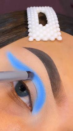 Smoky Eye Makeup, Eye Makeup Art, Makeup Inspo, Eyeshadow Makeup, Unique Makeup, Creative Makeup Looks, Colorful Eye Makeup, Makeup Life Hacks, Blue Makeup Looks
