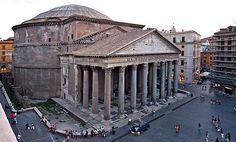 Seltener als ein Richtungsbau aber von seiner Raumwirkung überwältigend, ist der Rundbau. Wohl das bekannteste Beispiel ist das Pantheon in Rom