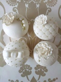 iamintothis uploaded this image to 'Carinas Cupcakes'. See the album on Photobucket. Fondant Cupcakes, Fancy Cupcakes, Pretty Cupcakes, Beautiful Cupcakes, Wedding Cakes With Cupcakes, Birthday Cupcakes, Cupcake Cookies, Vintage Wedding Cupcakes, Cupcake Wedding