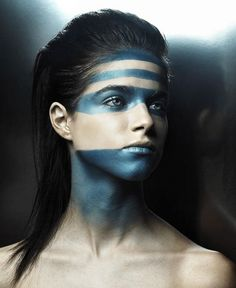 More tribal face paint Image Tribal, Warrior Makeup, Tribal Face Paints, Tribal Makeup, Looks Halloween, New Retro Wave, Make Up Braut, Foto Fashion, Fantasy Makeup