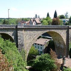 Viaduc ferroviaire de Nontron est un pont ferroviaire (pont-rail), pont voûté et pont en maçonnerie. Le projet est situé à/en Nontron, Dordogne (24), Aquitaine, France, Europe.
