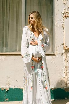"""Stevie"" Women's embroidered duster – 'Baby Baby' blue ""Stevie"" Women's embroidered duster – 'Baby Baby' blue Fillyboo – Boho inspired maternity clothes online, maternity dresses, maternity tops and maternity jeans. Boho Maternity Dress, Stylish Maternity, Maternity Jeans, Maternity Tops, Maternity Fashion, Maternity Outfits, Maternity Style, Maternity Photos, Pregnancy Looks"
