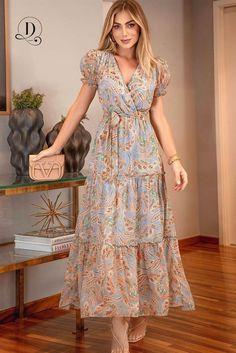 Vestidos Lindos e Elegantes você Encontra Aqui na Dáleth Store! 😍 Envio Para Todo o Brasil. Garanta o Seu Lindo Look agora! Modest Dresses, Stylish Dresses, Day Dresses, Casual Dresses, Summer Dresses, Skirt Outfits, Dress Skirt, Modest Fashion, Fashion Dresses