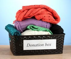 Moving Tips: When packing up your belongings, be sure to donate old clothes, furniture and accessories that you know you won't use in the new place. Move is an opportunity for new beginnings! Garden Gifts, Diy Garden Decor, Amazing Gardens, Beautiful Gardens, Planting Tools, Buy Tile, Old Farmers Almanac, Stone Molds, Old Clothes