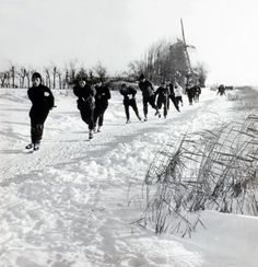Schaatsen. Holland, Dutch Netherlands, Rotterdam, Winter Magic, Winter Time, Ice Skating, Old Pictures, Travel Around, Winter Wonderland