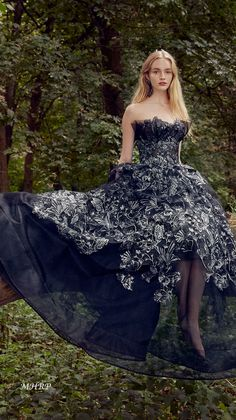 157d4bc565e52 marchesa-collection-spring-2019-ready-to-wear vogue.com Marchesa